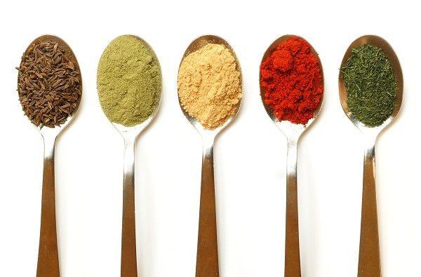 Curcuma e cardamomo propriet in cucina delle spezie indiane - Le spezie in cucina ...