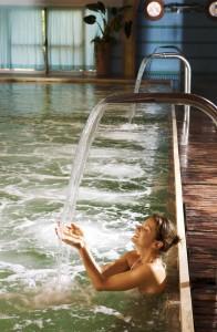 Riccione piscina cascata