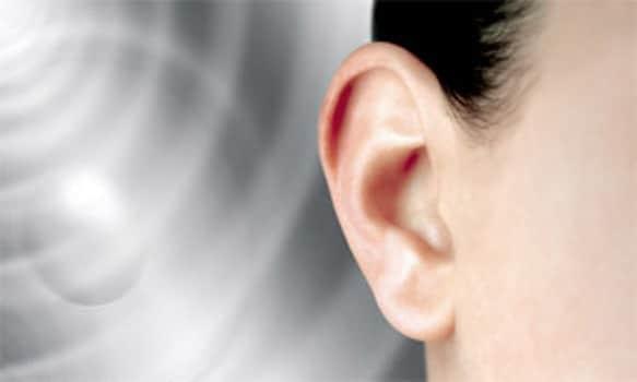 Perchè ci fischiano le orecchie? Ecco le cause