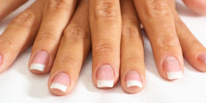 Quale è la causa delle macchie sulle unghie?