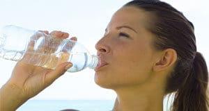 bere acqua idratazione