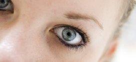 Prendersi cura del contorno occhi con rughe e borse