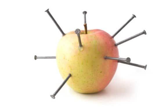 mela chiodata