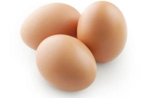 Le uova fanno bene o fanno male?