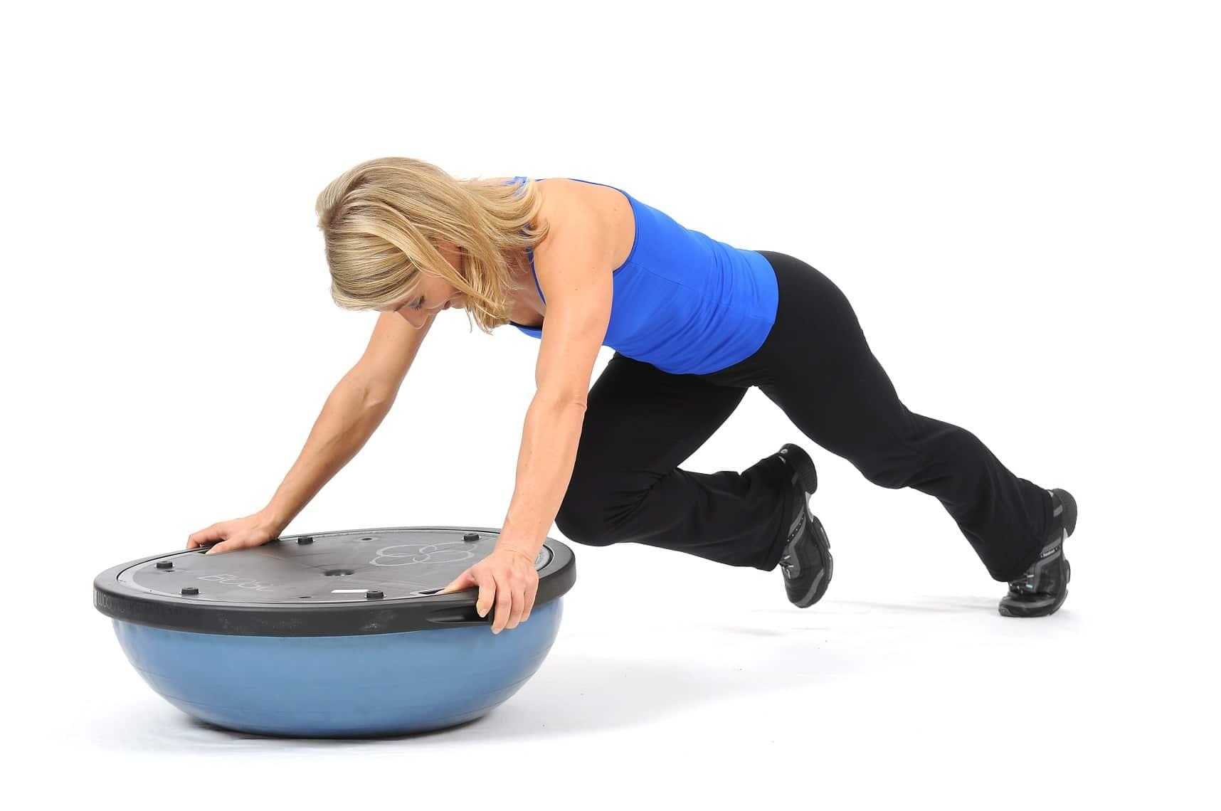 Arriva bosu il nuovo attrezzo da home fitness per - Strumenti palestra in casa ...