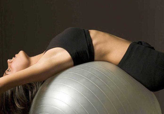 Mal di schiena? Lo yoga, il pilates e il nuoto aiutano a..