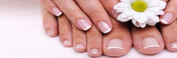 Come curare le ragadi alle dita di mani e piedi for Bocca mani piedi si puo fare il bagno