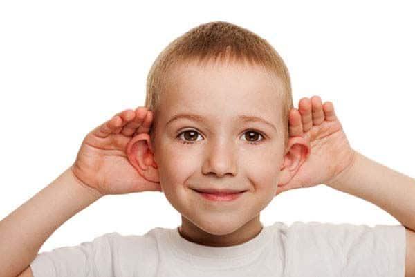 Quali sono le cause delle orecchie a sventola e come si for Rimedi per orecchie a sventola