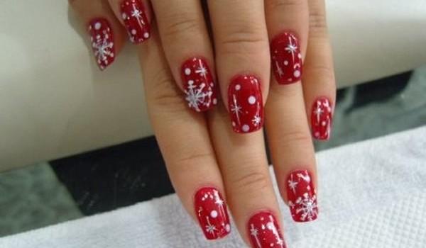 Colori e decorazioni per le unghie a Natale