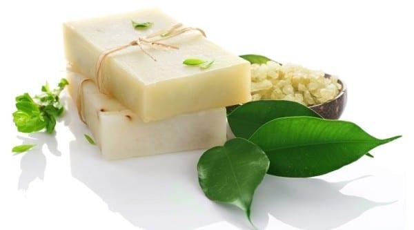 Il sapone allo zolfo per la pelle grassa e impura for Bagnoschiuma x pelle grassa