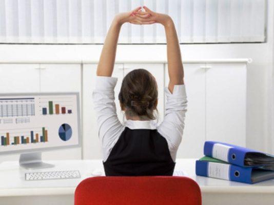 ginnastica ufficio fitness scrivania