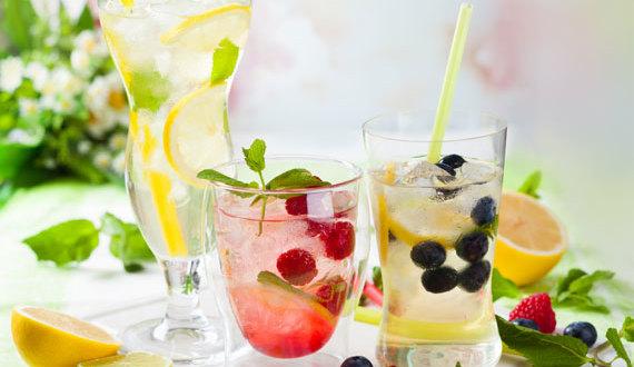 L'acqua aromatizzata con frutta fresca