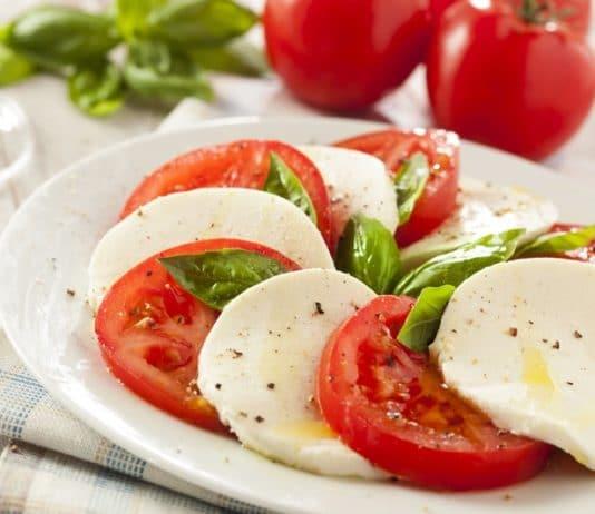 caprese insalata pomodori
