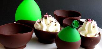 coppa di cioccolata con palloncini