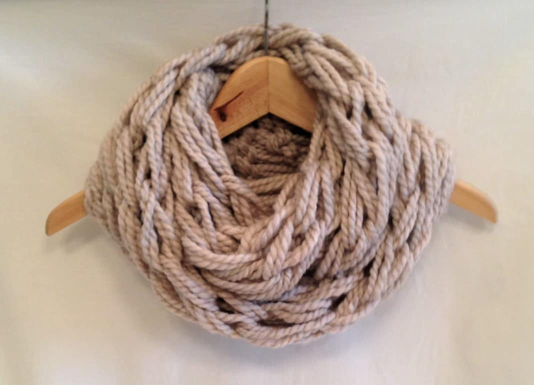 arm knitting sciarpa senza ferri