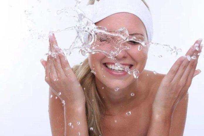 lavare il viso