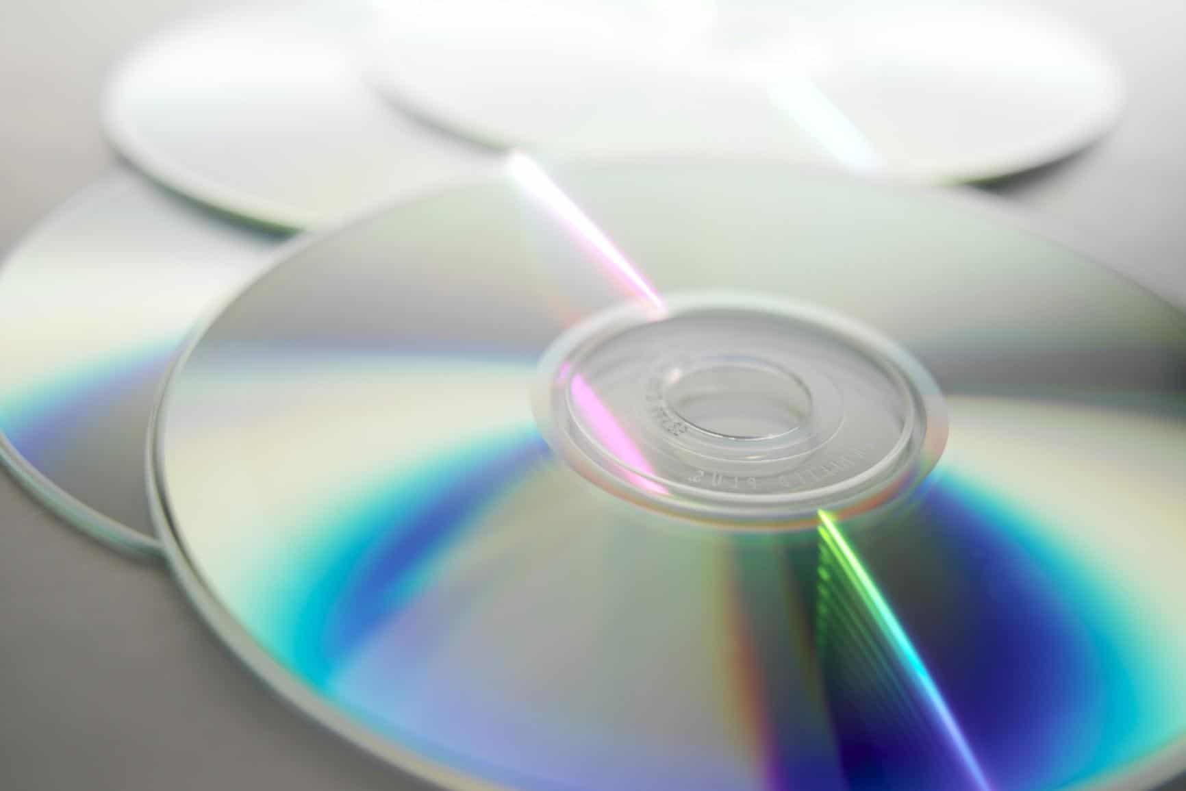 Come riutilizzare cd 4 idee strane vivo di benessere - Idee opslag cd ...