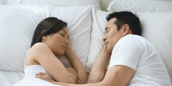 posizione-sonno-coppia-viso-felice
