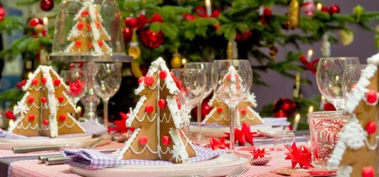 Idee originali per decorare la tavola a natale vivo di - La tavola di natale decorazioni ...