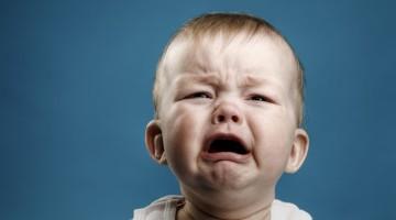 bimbo piange coliche