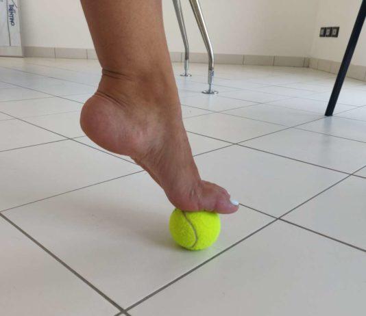 massaggio con pallina da tennis