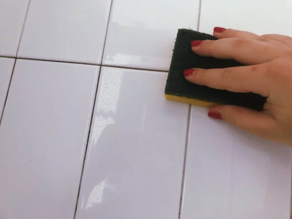 pulire-piastrelle-doccia