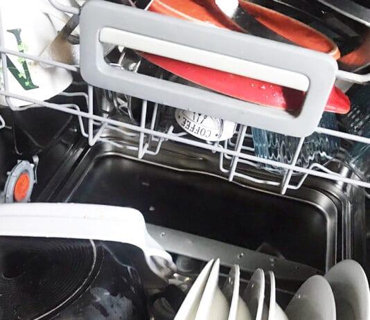 lavastoviglie-che-puzza