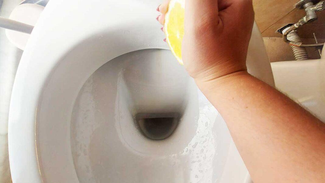 come-togliere-aloni-gialli-wc